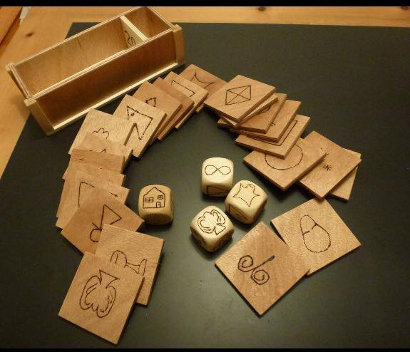 SuperMind Symbols on wood plus symbol dice from Germany
